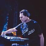 Tiësto suona 12 minuti di tributo ad Avicii durante EDC Las Vegas